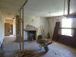 démolition avec récupération des anciennes portes de placard en noyer