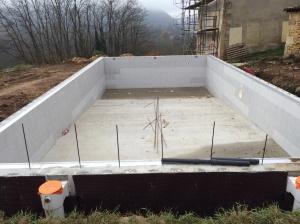 Vue sur la piscine après terrassement