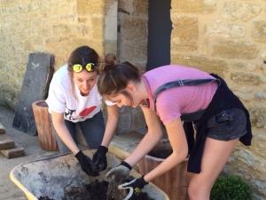 Mado et Gaëlle au jardinage